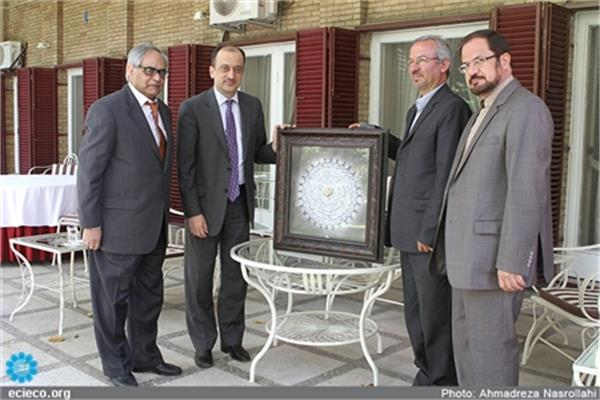 Iranian Calligrapher Presents Artwork to Turkish Prime Minister
